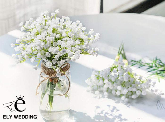 Mẫu hoa để bàn cưới cực đẹp, trang nhã và đơn giản