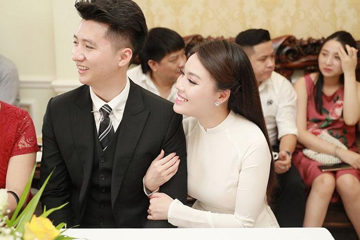 【GIẢI ĐÁP】Lễ dạm ngõ cô dâu chú rể nên mặc gì?