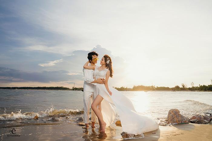 100+ kiểu trang phục chụp ảnh cưới ở biển đẹp phát Ngất