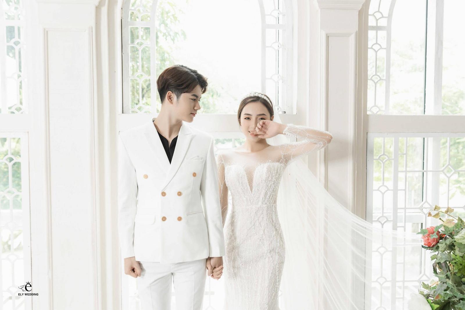 Xu hướng chụp ảnh cưới trong phòng – đơn giản mà đẹp